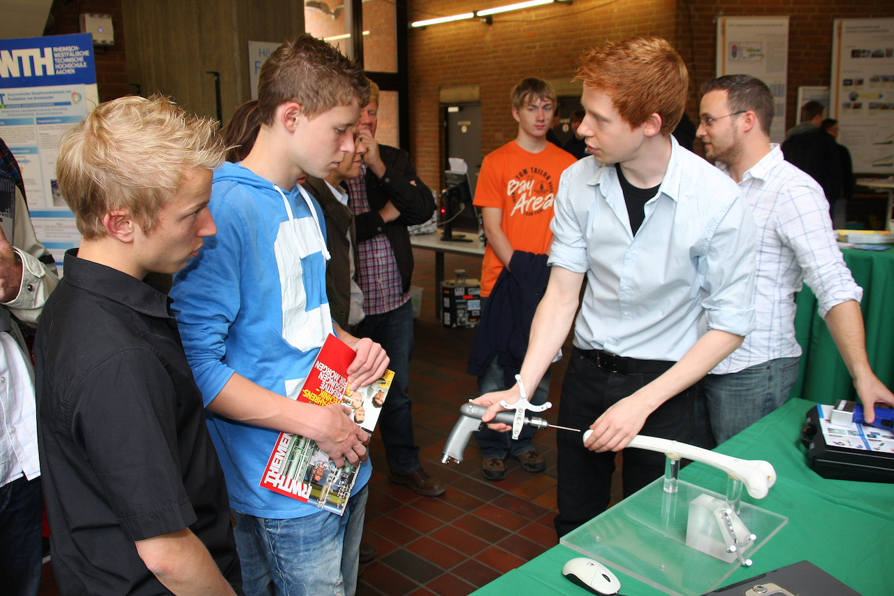 Students show pupils new materials for artificial hip joints.